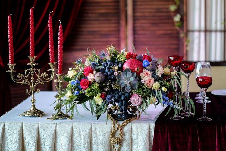 Вазы с цветами на свадебный стол