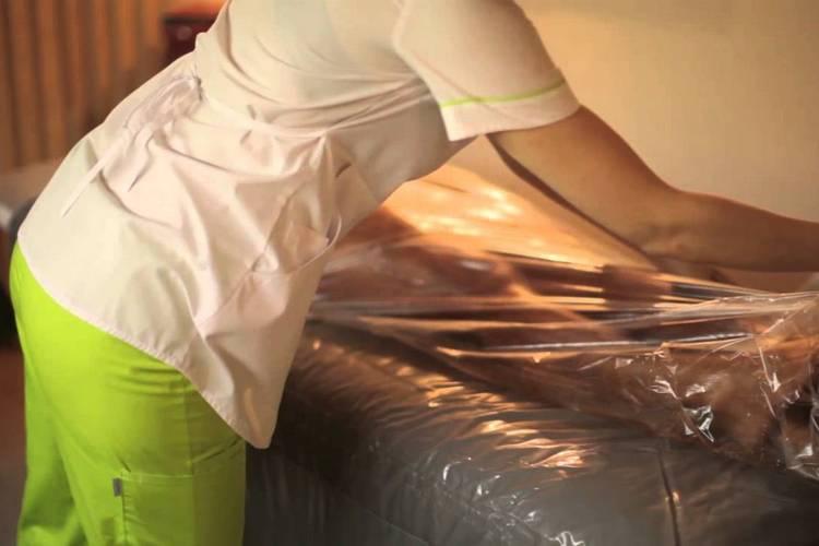 При шоколадном обёртывании тело накрывают плёнкой