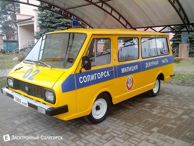Экспозиция милицейских ретро-автомобилей в Солигроске