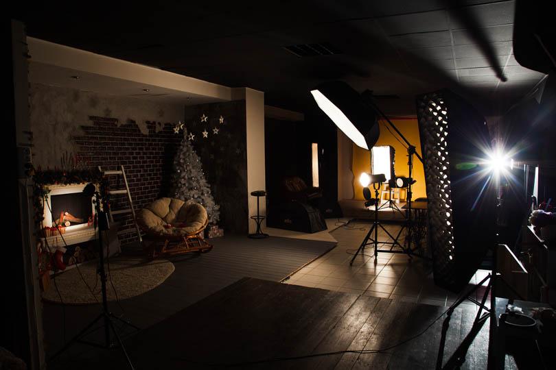 В фотостудии красное освещение